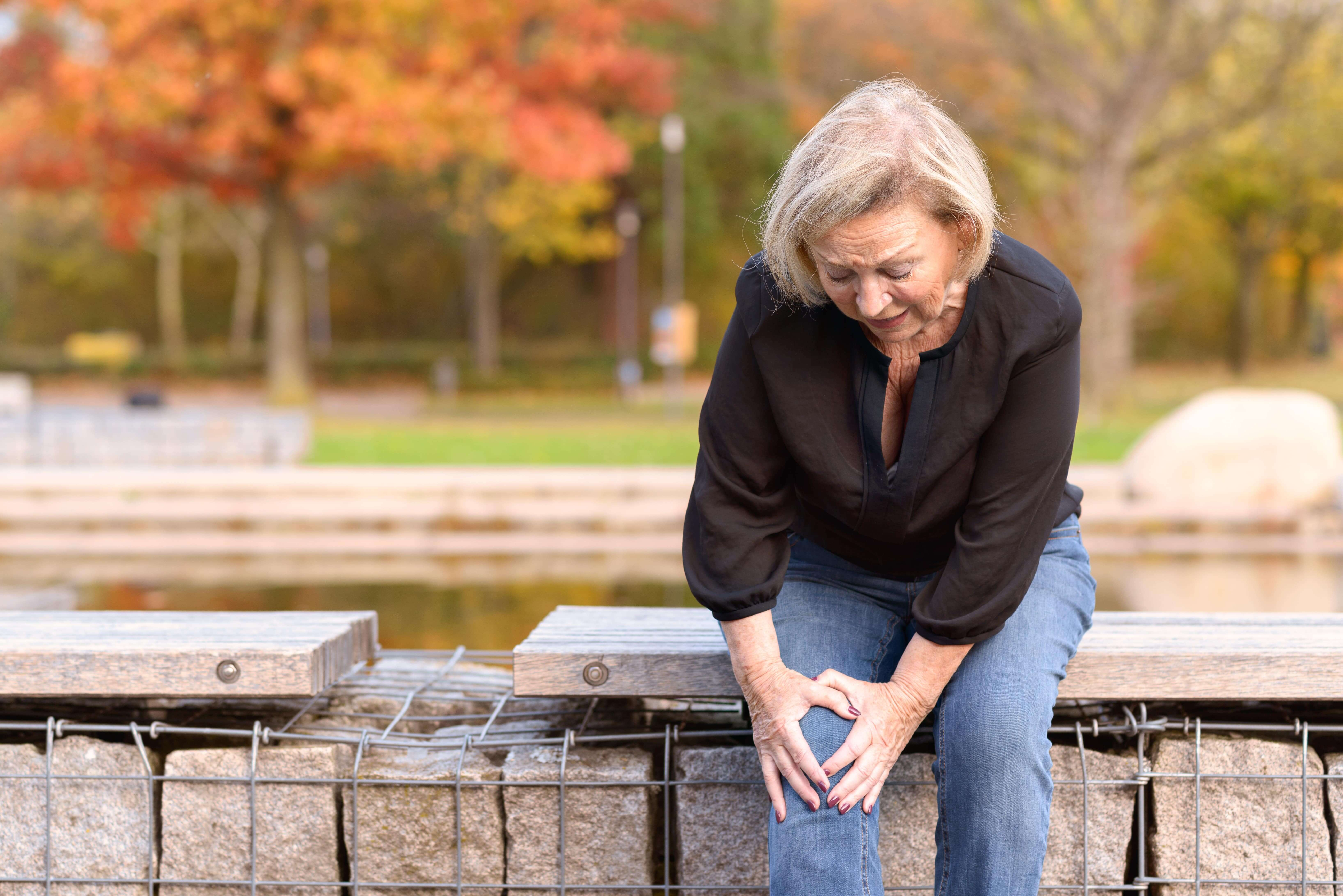hip and knee pain? how physical therapy is the best way for relief
